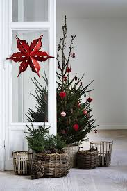 Ideas For Covering Christmas Tree Base by How To Cover A Christmas Tree Base 38 Ideas Digsdigs