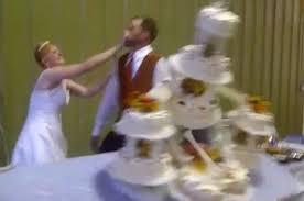 wedding cake fails 10 wedding cake fails on slideshow