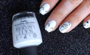 black cat nails tasteful halloween nail art seasonails