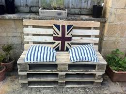 Diy Wood Pallet Outdoor Furniture by Diy Pallet Patio Furniture For Small Area Cool House To Home