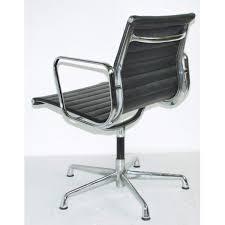 chaises bureau design charmant fauteuil design le corbusier 5 chaise de bureau sans