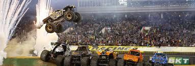 monster truck jam trucks record breaking stunt attempt at levi u0027s stadium monster jam