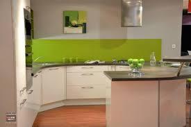 cuisine mur vert pomme aménagement cuisine vert pomme et blanche