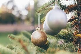 How To Trim A Real Christmas Tree - it u0027s time to trim your traditions