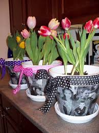 personalized flower pot mod podge pictures of kiddos onto a flower pot this site also has