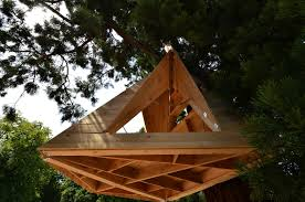 configurable wooden shelter hangs from the treetops inhabitat