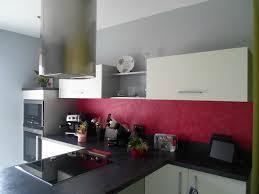 mur cuisine framboise deco cuisine couleur framboise