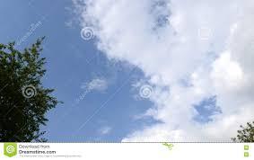 imagenes hermosas que se mueben nubes blancas hermosas que se mueven sobre el cielo azul metrajes