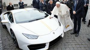 car lamborghini pope francis gets a snazzy lamborghini and auctions it
