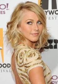 shoulderlength hairstyles could they be put in a ponytail great cut perfectly waved and yourself could put fun colored