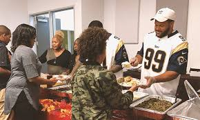 rams players give back for thanksgiving