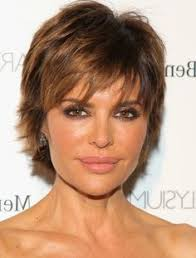 razor cut hairstyles gallery lisa rinna head turning short haircuts l www sophisticatedallure