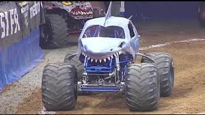 monster truck video for monster jam revs and rocks the ppl this weekend wfmz