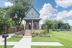 Tiny House Victorian by Fixer Upper U0027s U0027tiny House U0027 Wants Nearly 1 Million Curbed