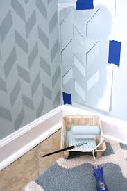 schablone wandgestaltung wandmuster schablone malen blaue nuancen dekoration selber