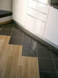 piastrelle e pavimenti rinnovare il pavimento con le piastrelle adesive vantaggi e