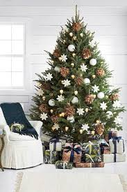 ideas for classic christmas tree decorations happy 10 best christmas trees pinecone christmas tree and ornament