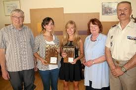 Gerd Post (links), Bruno Cheyrezy (rechts) und Barbara Lembke überreichten Rebecca Zeller (Zweite von links) und Belinda Müller die Preise für das beste ... - media.media.c704b7be-17f1-4b83-8f49-693690ccceea.normalized