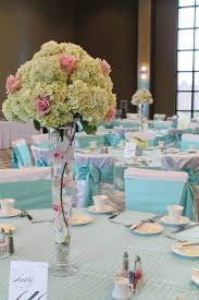 excellent dining table decoration using light green hydrangea