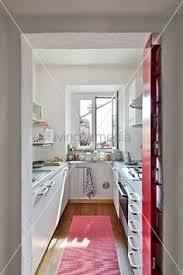 kleine kche einrichten kleine küche einrichten schmaler raum offene regale küchen