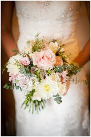 wedding flowers gloucestershire early autumn wedding the kingscote barn bijoux floral