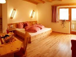 Schlafzimmer Zirbe Schlafzimmer Zirbenholz Tirol Artownit For