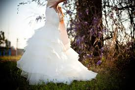 when to shop for a wedding dress how to buy a cheap wedding dress without getting ripped