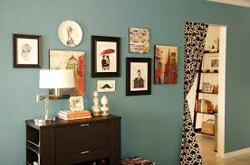 trendy apartment entryway decor with table lamp also books plus