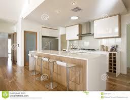 cuisine neuve cuisine à la maison neuve d office image stock image du cuisine