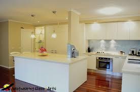 Geelong Designer Kitchens White Kitchens With Glass Splashbacks Voluptuo Us