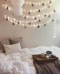 des guirlandes lumineuses pour le mur de la chambre inside
