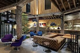 holz wohnzimmer wohnzimmer wandgestaltung ideen interaktion zwischen holz und stein