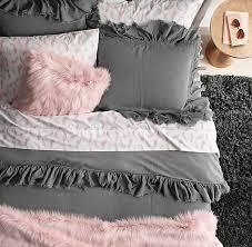 coussin chambre fille déco peinture couleur blanche parure de lit et coussins blanc