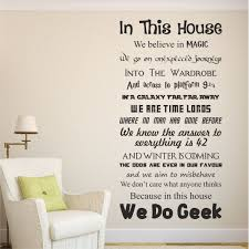 Les Accessoires Les Plus Geeks Et In This House We Do Plus Exciting Color Burgundy Bathroom