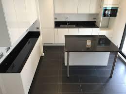 plan de travail cuisine en granit prix cuisine marbre noir evier cuisine noir granit evier de cuisine