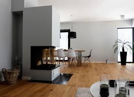 raumteiler wohnzimmer haus a offener wohnbereich mit kamin als raumteiler