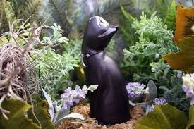 Statue For Garden Decor Moon Gazing Cat Statue Lucky Black Cat Sculpture