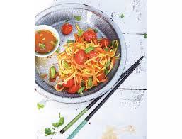 cuisiner la salade verte recette de la salade thaïe som tam