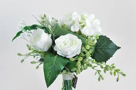 bouquet de fleurs roses blanches bouquet roses blanches hortensia blanc et feuillage vert