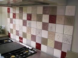 cuisine en carrelage faïence et carrelage mural de cuisine carreaux artisanaux pour