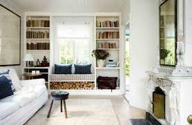 sitzbank wohnzimmer gemütliche sitzbank am fenster helle leseecke einrichten