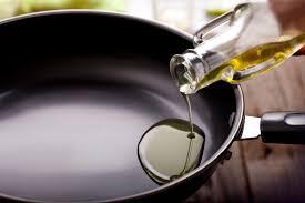 huile de carthame cuisine quelle huile pour la cuisson quatre critères pour bien choisir