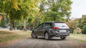 volkswagen alltrack offroad 2017 volkswagen golf alltrack vs subaru outback by the numbers