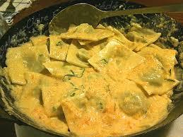cuisiner les ravioles ravioles au chèvre et aux blettes sauce crémeuse au potiron du