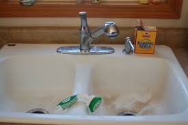 How To Clean Porcelain Sinks Without Bleach Simplify Live Love - Cleaning kitchen sink with baking soda