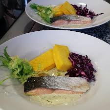 cuisine bourgoin filet de saumon crème aux herbes émincé de chou et polenta
