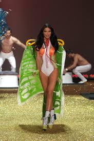 Hit The Floor Runway Walk - adriana lima victoria u0027s secret runway u0026 fashion show photos