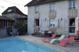 chambre d hote piscine bourgogne maison ancienne bien entretenue avec une piscine chauffée en