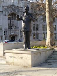file statue of nelson mandela in parliament sq jpg wikimedia commons
