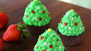 Christmas Tree Frosting Christmas Tree Cupcakes With Chocolate And Strawberries Buona Pappa